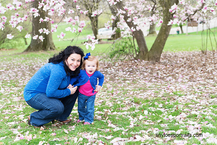 little girl and her mommy in the park